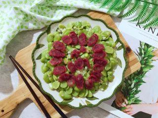 蒜香豆瓣蒸腊肠,时间到,取出来,美美的开吃啦(❀ฺ´∀`❀ฺ)ノ