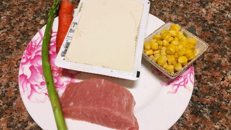 什锦豆腐羹,准备材料如图。