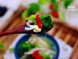 菠菜白玉菇虾皮汤,喝上一口舒坦