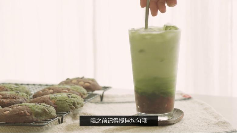 夏日特饮—红豆抹茶拿铁,喝之前搅拌均匀,就可以开动啦