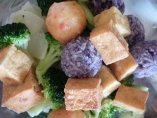 麻辣香锅,等全部食材断生就可以捞出备用了
