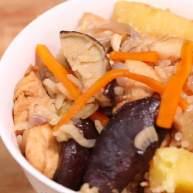 营养丰富的焖饭:电饭锅香菇时蔬鸡肉饭!