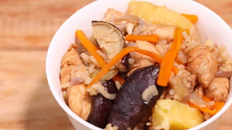營養豐富的燜飯:電飯鍋香菇時蔬雞肉飯!