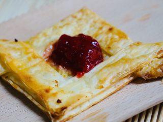 空气炸锅版-草莓酥皮,用嘴咬上去酥酥脆脆的