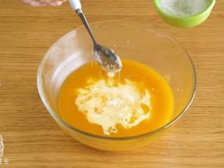 12m+南瓜蒸馍馍,接着,加入配方奶、白砂糖、盐~