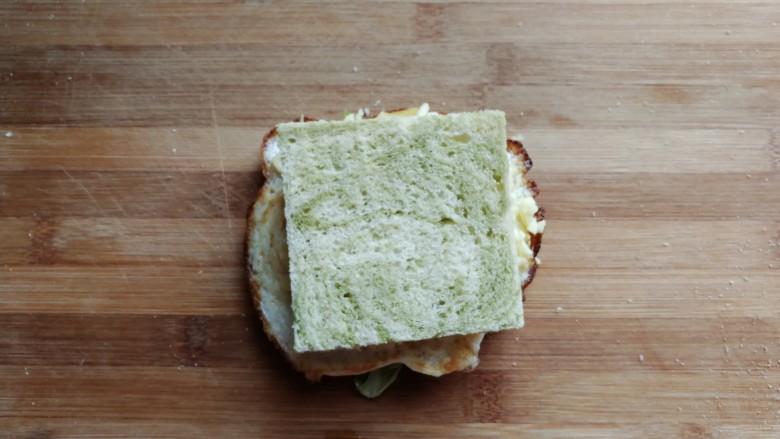 芝士培根三明治,再盖上另一块吐司