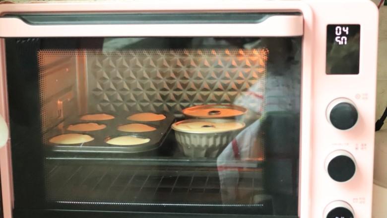 玫瑰酱淋面~咕咕霍夫戚风蛋糕,烤箱150度中下层烤50分钟