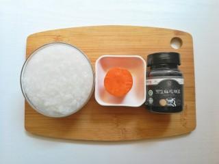 胡萝卜米粥糊,食材准备:白粥1碗、胡萝卜40克、黑芝麻核桃酱少许