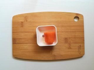 胡萝卜米粥糊,胡萝卜洗净去皮
