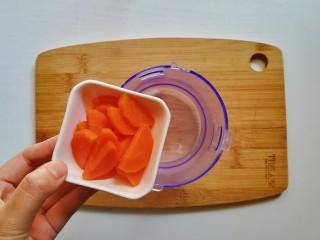 胡萝卜米粥糊,胡萝卜放入辅食机
