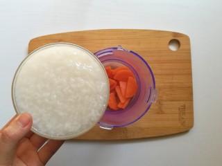 胡萝卜米粥糊,倒入白粥