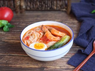 #了不起的小番茄# 番茄鲜虾蔬菜鸡蛋挂面汤(早餐),成品图。