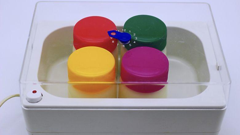 饼干棉花糖炒酸奶,把溶解好的牛奶倒入酸奶瓶子里,我做了4瓶,我喜欢先做先吃的酸奶,口感新鲜,把<a style='color:red;display:inline-block;' href='/shicai/ 12071'>酸奶机</a>电源插上后,10个小时后,酸奶就会做好了,我都是晚上睡觉前把酸奶做上,早上起来酸奶就做好了,白天可以随时炒酸奶吃,嘻嘻;