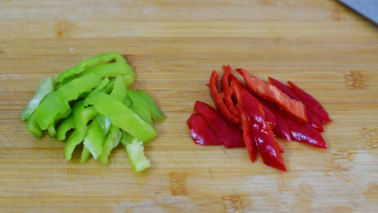 腐竹烧香菇,青红椒去籽切小块