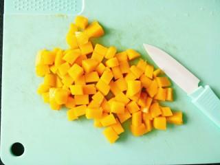 芒果酥,金煌芒削皮切成粒
