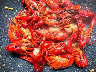 蒜泥小龙虾,翻炒2分钟就可以了