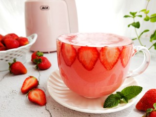 草莓酸奶杯