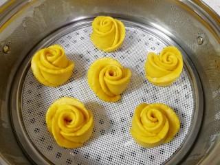 南瓜玫瑰花馒头,玫瑰花馒头出锅了。