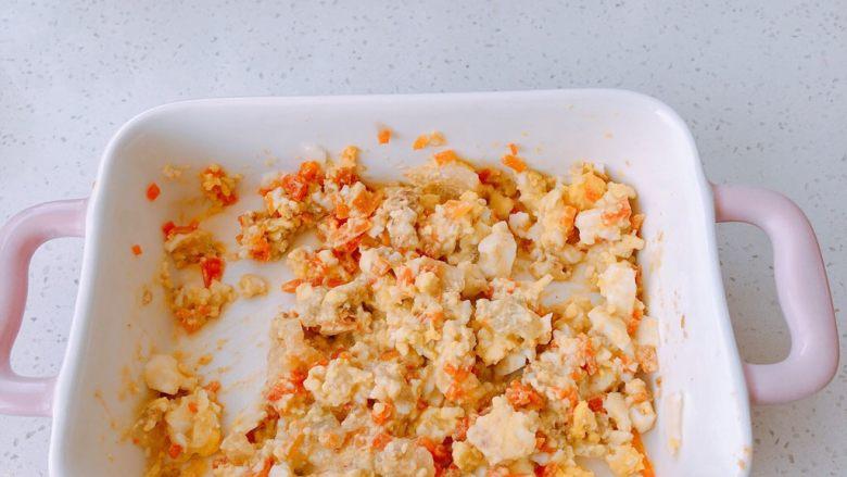 冬瓜蛋黄酱盖面,加入煮熟的胡萝卜和冬瓜片搅拌均匀