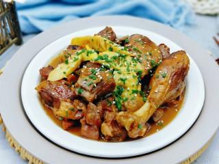 【季节菜】+春笋烧鸭腿,鸭腿肉,酥,烂,可口。