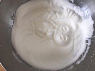 老少咸宜的紅棗戚風蛋糕,蛋白霜開始有紋路,不消泡~