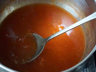 了不起的小番茄+糖醋里脊肉,将水淀粉完全勾芡均匀稍煮1分钟即可关火备用