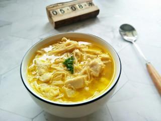 酸汤金针菇豆腐汤