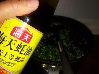 上海小吃-干挑鸡丝荠菜大馄饨- 两种包法,再倒入一勺蚝油