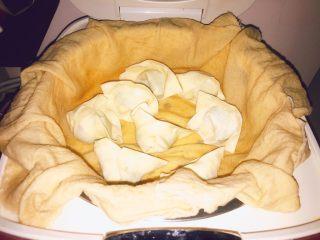 上海小吃-干挑鸡丝荠菜大馄饨- 两种包法,神一般的电饭锅,哈哈哈,蒸布浸湿