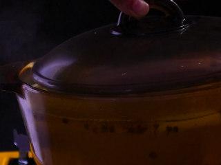 凉拌鸡块,15——20分钟后关火盖上盖子焖10分钟,直到用筷子能轻松扎透即可