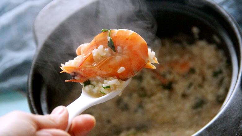 鲜虾粥,再焖一分钟,就可以吃了,热乎乎的