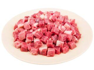 红椒炒牛肉粒,雪花牛肉粒。
