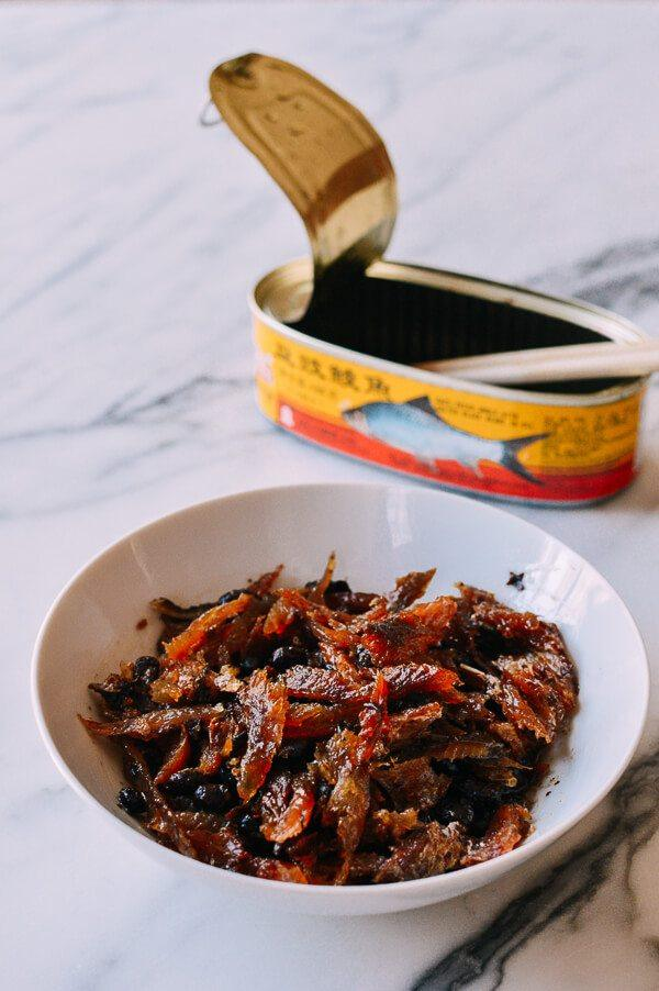 鲮鱼焖饭,一整罐倒出来有小半碗
