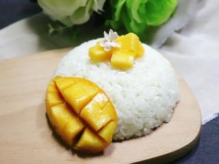 芒果糯米饭,软糯的糯米饭,配上芒果的果香,搭配醇厚的椰浆,甜蜜蜜。