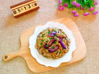 肉末茄子,出锅装盘即可食用。