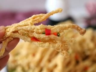椒盐金针菇,咬一口嘎嘣脆,一定要趁热吃