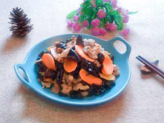 黑木耳炒肉片,一道营养丰富,色 香 味 俱全的家常小炒。