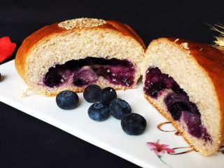 蓝莓爆浆餐包