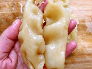 红枣枸杞花胶奶冻,泡发好的花胶胖胖的哦,我一般会多泡发一些分装冷冻,方便随时取出就可以炖