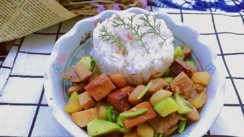 百里香杏鲍菇杂蔬肉丁