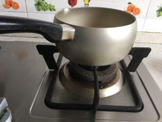芒果奶冻,牛奶小火煮热