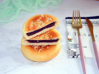 红豆包,凉至手温密封保存,自己做的少油少糖,吃起来更健康