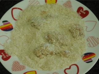 鸡米花,最后裹一层面包糠