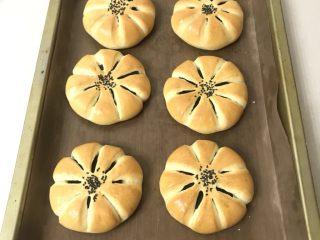 豆沙花朵面包,完美出炉