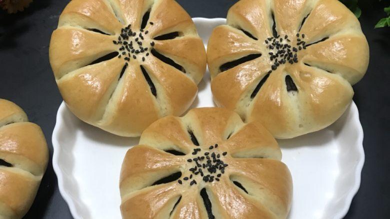 豆沙花朵面包