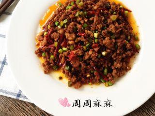 蒜苔炒肉末,饼夹标配,炒熟盛出就可以啦,非常下饭。