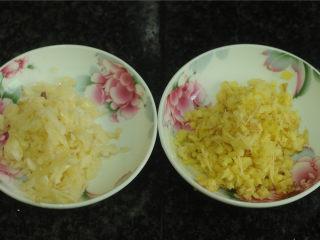 黄瓜炒猪肝,姜蒜都切末备用