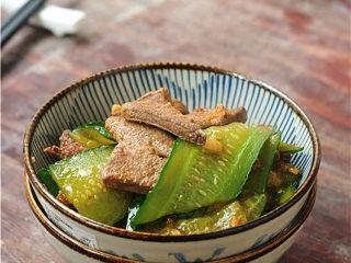黄瓜炒猪肝,咸鲜嫩滑的猪肝出锅了,猪肝一定要趁热吃哦。