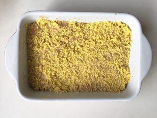 猪肉小米豆腐糕,铺一层小米,小米要提前浸泡半小时至一小时