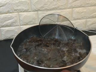 凉拌黑木耳,焯水3到5分钟